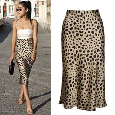 Check out all our leopard print fashion Jupe Midi Leopard, Leopard Skirt Outfit, Leopard Print Skirt, Skirt Outfits, Fashion Week, Look Fashion, Fashion Outfits, Silk Skirt, Dress Skirt