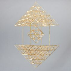 Craft Stick Crafts, Diy And Crafts, Arts And Crafts, Straw Sculpture, Straw Art, Geometric Sculpture, Bamboo Art, Mood And Tone, Indoor Outdoor Furniture