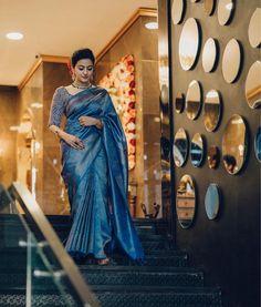 Saree Blouse Patterns, Saree Blouse Designs, Dress Indian Style, Indian Dresses, Indian Outfits, Silk Sarees, Indian Sarees, Sarees For Girls, Engagement Saree
