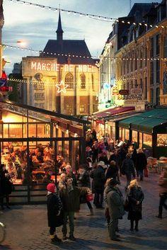 Wat is er nu leuker dan met kerst in het sfeervolle Lille verblijven? 🎅🎄 Indeed, check dus snel deze deal: https://ticketspy.nl/city-trips/tijdens-de-wintermaanden-kerstshoppen-lille-het-kan-al-va-e30/