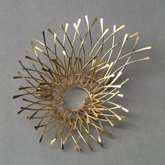 Kayo Saito Spiral Brooch. 18ct gold http://www.kayosaito.com/old/index.php?cat=collection&p=brooches&img=03