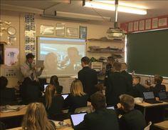 Dan Porter @dpke Deviner l'emplacement d'une autre école avec #SkypeaThon grâce à @surface @Surface_UK