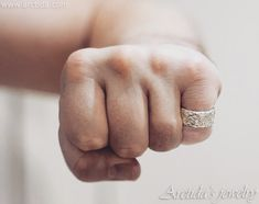 Carved massive ring with tree bark texture - Jewelry design by Arctida