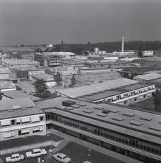 #WissenSieMehr über diese Reportage aus dem CERN in Genf (1964)? Kennen Sie eines der Geräte, Arbeitsprozesse oder Menschen, die auf den Fotos zu sehen sind? #MehrWissen #Blog #CERN #Switzerland Reportage, Paris Skyline, Blog, Travel, Photos, Geneva, People, Viajes, Trips
