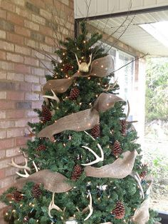 Rustic Tree...LOVE this! I need more antlers!