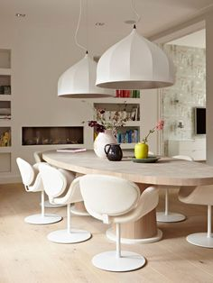 Furniture Buying Secrets How To Shop And Care For Your Furnishings? Modern Furniture, Furniture Design, Round Dining Table, Dining Room Design, Interiores Design, Interior Inspiration, Sweet Home, Room Decor, House Design