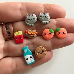 #earrings #jewelry #kidsearrings #kidsjewelry #kidsfashion #fashion #emoji #emo #peach #milk #cookies #cat #frenchfries #hotdog #food #fastfood #fakefood #foodearrings #foodjewelry #cute #gift #gifts #giftideas #kidsgifts #gifysforkids #jewelrymaker #girlsfashion #girlsearrings #girlsjewelry #funny Polymer Clay Kawaii, Polymer Clay Charms, Polymer Clay Jewelry, Clay Crafts, Diy And Crafts, Polymer Clay Figures, Mini Craft, Kids Earrings, Biscuit