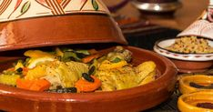 A chicken tajine with candied lemon and vegetables that allowed me to inaugurate . Lemon Chicken, Brunch, Dishes, Vegetables, Cooking, Preserved Lemons, Meat, Baked Vegetables, Baked Chicken