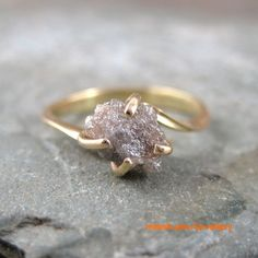 raw-uncut-engagement-ring. Tue setting could ve more seamles but o god i want a raw diamknd
