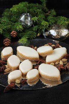 On dine chez Nanou | Calissons à l'orange et à la cardamome |         Pour la soirée de nouvel an rien de mieux que des petites douceurs comme les calissons par e...
