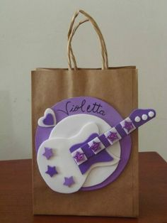 violetta !! Disco Party, Ideas Para, Ideas Cumpleaños, Loot Bags, Play Clay, Music Party, Party Bags, Candy Buffet, Paper Shopping Bag