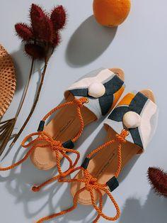 Lane Marinho Gorgeous Handmade Shoes & Accessories From Brazil Shoes Too Big, Shoe Company, Monochrom, Crochet Motif, Sock Shoes, Summer Shoes, Slingbacks, Designer Shoes, Shoes Sandals