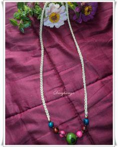 Collar #tejido en #crochet con hilo macramé y enhebrado de semillas centroamericanas. #ganchillo ♥ #jewelry