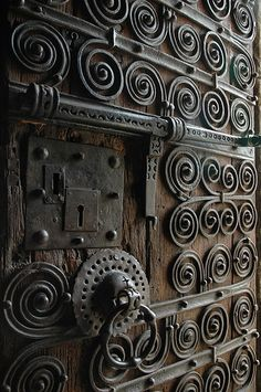 Porta de Eglise Saintes Juste et Ruffine by Quim Bahi. It looks like the doors in the Gringotts Bank vaults! Cool Doors, The Doors, Unique Doors, Windows And Doors, Castle Doors, Door Knobs And Knockers, Door Detail, Iron Work, Closed Doors