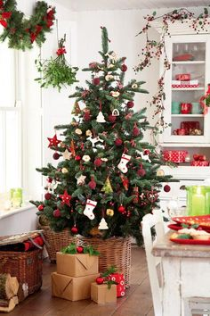 natal feliz 25 Christmas Kitchen Adorning Concepts a cute Scandi impressed Christmas tree in a baske Scandinavian Christmas Trees, Scandi Christmas, Christmas Tree Design, Christmas Kitchen, Christmas Mood, Christmas Fireplace, Merry Christmas, Christmas Squares, Christmas Tree Decorations