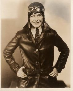Elinor Smith (Sullivan) Pioneer Aviatrix known as one of the best female aviators Aeropostale, Ww2 Women, New March, Female Pilot, Aviators Women, Amelia Earhart, Halloween Disfraces, Great Women, Women In History