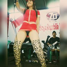 Uut Selly FansClub: Uut Selly Berkostum Merah Seksi Berani di HUT RI