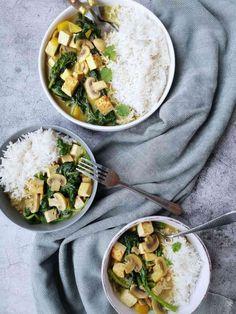 Groene curry met tofu, spinazie en champignons - Foxilicious Hoofdgerecht Tofu Curry, Korma, Palak Paneer, Broccoli, Ethnic Recipes, Food, Drinks, Mushroom, Red Peppers