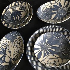 594 Me gusta 18 comentarios Nicole Pepper (Linda Fernandez Bero. Ceramic Design, Ceramic Decor, Ceramic Clay, Ceramic Plates, Pottery Plates, Slab Pottery, Ceramic Pottery, Pottery Art, Sgraffito