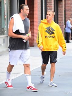 Justin Drew Bieber talking with friend