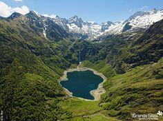 Het Lac d'Ôo is een kunstmatig aangelegd meer in de Pyreneeën, op ongeveer 1500 meter hoogte. Een m magische plek, omringd door hoge bergtoppen.