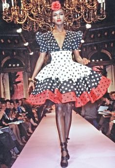 Katoucha Niane The final spring 1987 collection designed by Christian Lacroix for Jean Patou's now-defunct couture business Christian Lacroix, Black Supermodels, Chic Outfits, Fashion Outfits, Sixties Fashion, Vintage Couture, Oeuvre D'art, Fashion Prints, Fashion Photo