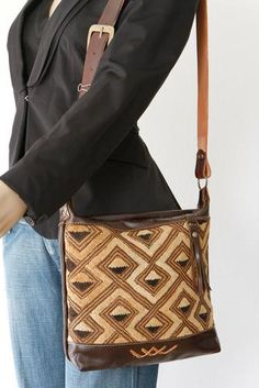 The Kinshasa Shoulder Bag || 02