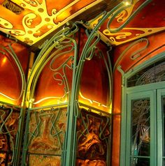 Hector Guimard -- Inside Castel Beranger, 14 Rue Fontaine ...