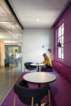 Séparation subtile de la salle de réunion avec une paroi en verre. Crédit photo : Pinterest/feedly.com
