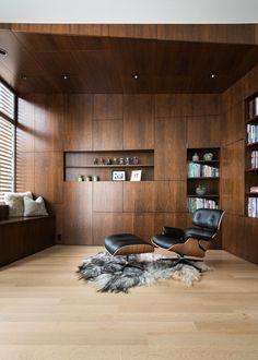 В Сан-Франциско дизайнеры Feldman Architecture обновили частный дом, чтобы он подошёл для большой семьи с тремя сыновьями. Это пространство создано для игр, веселья, отдыха и работы. За входной дверью с белой рамой открывается единое помещение — гостиная, кухня и столовая. Здесь можно общаться, г...