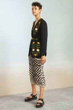 #StellaMcCartney  #fashion  #Koshchenets Stella McCartney Resort 2017 Collection Photos - Vogue