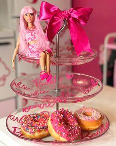 #barbie #barbiecake #cakeplates #pinkdonuts #barbieroom