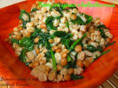Farro perlato con spinaci e lenticchie rosse Healthy Finger Foods, Healthy Diet Recipes, Raw Food Recipes, Veggie Recipes, Italian Recipes, Healthy Eating, Veggie Food, Happy Vegan, Light Recipes