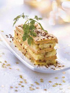 Aperitivos de Navidad: Milhojas de foie con mousse alcachofas Appetizer Recipes, Dessert Recipes, Appetizers, Antipasto Platter, Spanish Tapas, Spanish Food, Mousse, Gourmet Desserts, Snacks