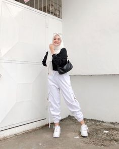 Casual Hijab Outfit, Ootd Hijab, Casual Outfits, Aesthetic Clothes, Aesthetic Outfit, Hijab Fashion, Normcore, Poses, My Favorite Things