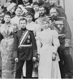 The Edinburgh's (later Saxe-Coburg & Gotha) mother Marie (Grand Duchess Marie Alexandrovna) son Alfred, daughter Victoria Melita next to her cousin Prince George (the future King George V), Prince Alfred, daughter Marie next to her brother. Victoria Queen Of England, Queen Victoria Family, Queen Victoria Prince Albert, Princess Victoria, Victoria And Albert, Princess Alexandra, Princess Beatrice, Alexander Ii, Queen Victoria Descendants