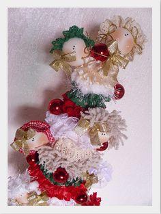 Projeto de Natal ARVORE RENDAS e FITAS NAJAR........ by Atelier Eu & Voce by Andrea Malheiros, via Flickr