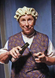 Mabel (Barbara New ) Csengetett Mylord? British Comedy, British Actors, Roaring Twenties, The Twenties, Classic Comedies, Bbc Tv, Great British, Family Memories, Floral Tie