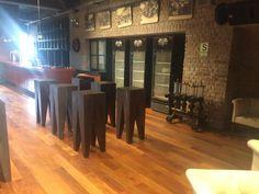 El lugar de la instalación es en el Pub Backus - 215m2 de Pisos sólidos - Cumaru/Shihuahuaco. Se ha aplicado Adhesivo Bona R850.  Desbaste de cerámico con Bona Flexisand 1.5KW