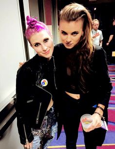 I NEED A DUET RIGHT NOW :o Hayley Williams and Lynn Gunn at the Alternative Press Music Awards