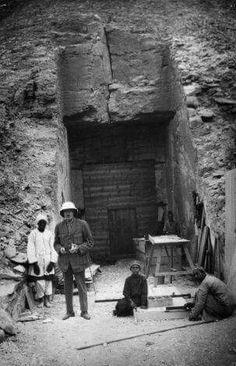- Entrada de la Tumba de Tut-Amk-Amón , Valle de los Reyes , Luxor ./Tcc/