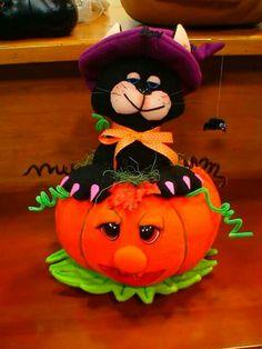 Moldes Halloween, Halloween Fabric Crafts, Halloween Clay, Homemade Halloween Decorations, Manualidades Halloween, Adornos Halloween, Halloween Painting, Halloween Patterns, Fall Halloween