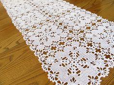 New Orleans runner http://www.freevintagecrochet.com/free-bedspread-pattern/star109/new-orleans-bedspread-pattern