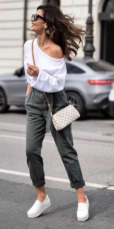 Alternative to jeans + high waisted trousers + off the shoulder blouse + About A Look. Trousers: Marco Polo. Spring.