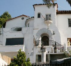 One of the former houses in Los Angeles of Barbara Stanwyck.