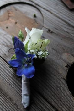 corsage blauw wit. Wrist Corsage Wedding, Wedding Bouquets, Wedding Flowers, Blue Accents, Wedding Attire, Blue Wedding, Maid Of Honor, Floral Arrangements, Psalm 56