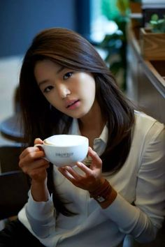 Jun Ji-hyun (Jeon Ji-hyun) or Gianna Jun has a very everything to be called as the best actress of Korea. Her face was beautiful, ideal bod. Hannah Marks, Korean Beauty, Asian Beauty, Asian Celebrities, Asia Girl, Beautiful Asian Women, Korean Actresses, Up Girl, Asian Woman