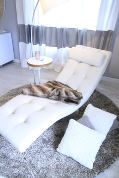 chaise longue, grey walls, white, vintage design furniture