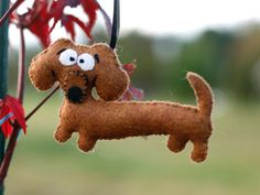 I want this dachshund ornament for our Christmas tree!