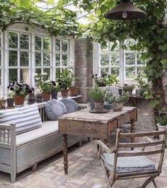 Use recycled windows as windbreak on two sides .- Verwenden Sie recycelte Fenster als Windschutz auf zwei Seiten Use recycled windows as windbreak on two sides – - Decor, Garden Room, Interior, Home, Sunroom Decorating, Christmas Decor Inspiration, Outdoor Living, Recycled Windows, Decor Inspiration